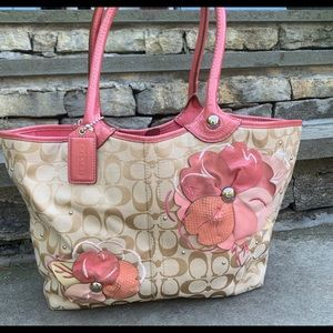 Logo Coach bag wit pink flowers